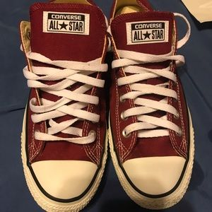Low top burgundy converse